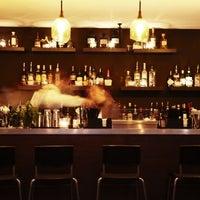 7/5/2013 tarihinde Looking Glass Cocktail Clubziyaretçi tarafından Looking Glass Cocktail Club'de çekilen fotoğraf