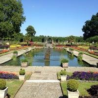 Das Foto wurde bei Kensington Gardens von Lina V. am 7/19/2013 aufgenommen