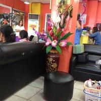 Das Foto wurde bei Pupoli Hair & Body Salon von Miriam E. am 4/28/2013 aufgenommen