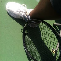 รูปภาพถ่ายที่ McGhee Tennis Center โดย Lairalaine W. เมื่อ 10/24/2014