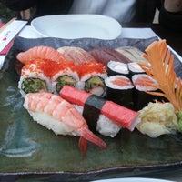 9/23/2013 tarihinde Uğurhan O.ziyaretçi tarafından SushiCo'de çekilen fotoğraf