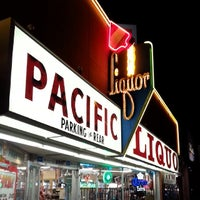 Foto tirada no(a) Pacific Liquor por Shinichi E. em 5/15/2014