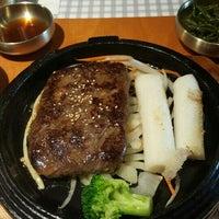 Foto tirada no(a) 고려삼계탕 Korean Ginseng Chicken Soup & Bibimbap por T T. em 2/6/2016