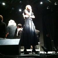 Foto scattata a Connelly Theater da Jen🎀 M. il 7/13/2013