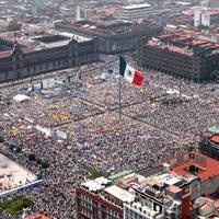 Foto tomada en Plaza de la Constitución (Zócalo) por LocoTravels el 7/7/2013