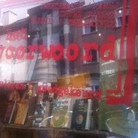 รูปภาพถ่ายที่ Het Voorwoord โดย Bart S. เมื่อ 4/21/2013