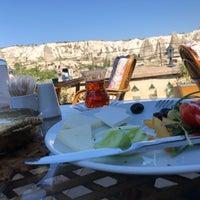 Foto diambil di Sos Cave Hotel oleh Çağatay pada 7/31/2018