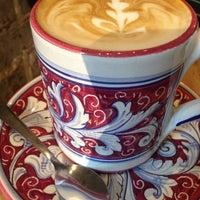 Photo prise au La Colombe Coffee Roasters par Paige N. le9/30/2014