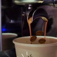 Foto scattata a Paradigma Café da M@yra £. il 6/28/2021