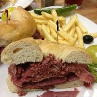 รูปภาพถ่ายที่ Weiss Deli and Bakery โดย Brian F. เมื่อ 9/30/2012
