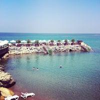 รูปภาพถ่ายที่ Vuni Palace Hotel โดย Aleyna Beste G. เมื่อ 7/15/2013