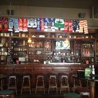 Foto tirada no(a) Tigin Irish Pub por Aaron B. em 7/19/2013