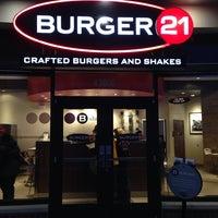 3/2/2014 tarihinde Jason W.ziyaretçi tarafından Burger 21'de çekilen fotoğraf