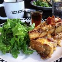 Foto tomada en SCHOOL Restaurant por Cassandra G. el 8/18/2013