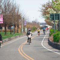 Foto scattata a West Side Highway Running Path da Compass il 7/23/2013