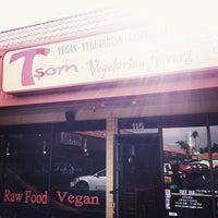 Foto scattata a Tsom Vegetarian Flavors da Chanelle S. il 11/20/2013