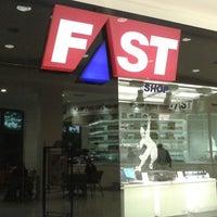 Foto tirada no(a) Fast Shop por Wagner M. em 8/2/2013