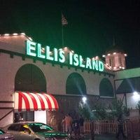 Foto diambil di Ellis Island Casino & Brewery oleh Quentin D. pada 8/27/2013