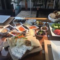 8/3/2017 tarihinde Müzeyyen B.ziyaretçi tarafından Çıngıloğlu Gourmet Cafe Breakfast Restaurant'de çekilen fotoğraf