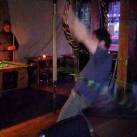 Foto tirada no(a) Ding Dong Lounge por chris a. em 2/21/2013