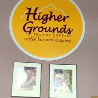 รูปภาพถ่ายที่ Higher Grounds Trading Co. โดย Robbie D. เมื่อ 12/11/2012