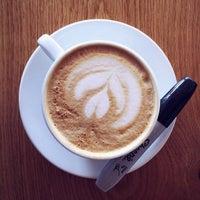 Foto tomada en Corvus Coffee Roasters por Balind S. el 1/17/2015