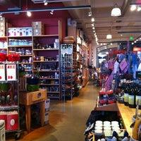9/11/2012 tarihinde Lora T.ziyaretçi tarafından Sur La Table'de çekilen fotoğraf