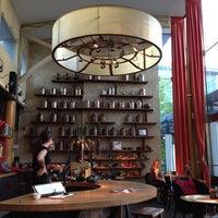 Снимок сделан в Samovar Tea Lounge пользователем Phil H. 6/20/2013