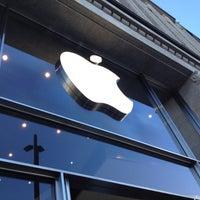 Das Foto wurde bei Apple Jungfernstieg von Michael F. am 10/27/2012 aufgenommen
