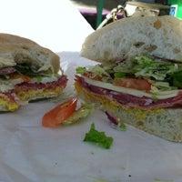 9/25/2012 tarihinde Tarryn M.ziyaretçi tarafından Mona Lisa Italian Restaurant'de çekilen fotoğraf