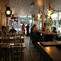 Foto tirada no(a) La Farola Cafe & Bistro por Deniz U. em 8/10/2013