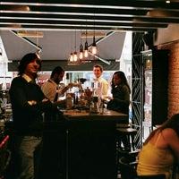 Photo prise au Coffeetopia par Mehmet M. le10/25/2014