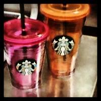 Foto tirada no(a) Starbucks por Erick Y. em 7/22/2013