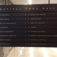 Das Foto wurde bei Revival Food Hall von Kris L. am 8/9/2017 aufgenommen