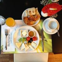 8/9/2013 tarihinde Abdulrahmanziyaretçi tarafından Aqua Restaurant'de çekilen fotoğraf