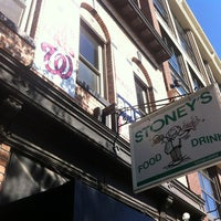 Das Foto wurde bei Stoney's Restaurant von Armie am 10/13/2012 aufgenommen