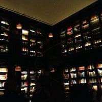 Foto scattata a The Library at The NoMad da Edlynne L. il 1/20/2013