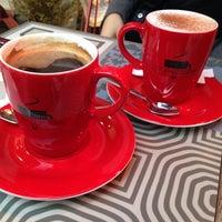 Photo prise au Coffeetopia par Sule A. le1/3/2015