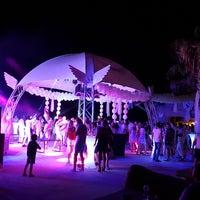 Foto tomada en Cesars Night Club por Savas A. el 7/14/2018