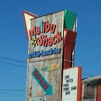 Снимок сделан в Malibu Shack Grill & Beach Bar пользователем Kathryn K. 4/4/2013
