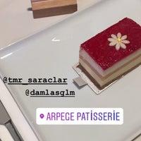 Das Foto wurde bei Arpège Patisserie von ☔️YAĞMUR☔️ am 7/31/2018 aufgenommen