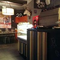 Foto scattata a 2Periodico Cafè da Darja F. il 7/22/2013