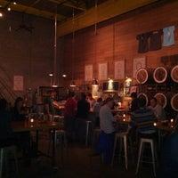 รูปภาพถ่ายที่ SingleCut Beersmiths โดย Patrick H. เมื่อ 6/8/2013