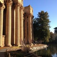 Foto scattata a Palace of Fine Arts da Rebecca B. il 1/18/2013