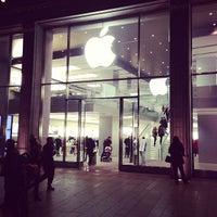 Das Foto wurde bei Apple Jungfernstieg von MyWhite C. am 10/29/2012 aufgenommen