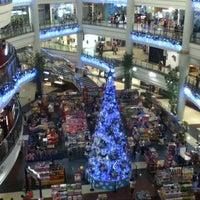 Photo prise au Robinsons Place Manila par Tiff le1/1/2013