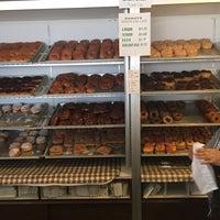 Foto tirada no(a) Carlson's Donuts & Thai Kitchen por Adam S. em 4/2/2015