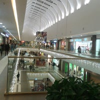 Foto diambil di Galeria Shopping Mall oleh Елена К. pada 11/23/2013