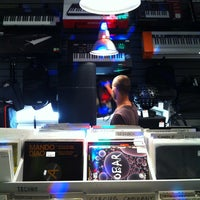 Foto scattata a Baza Record Shop da Roma L. il 7/29/2013