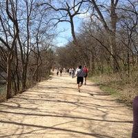 Das Foto wurde bei Lady Bird Lake Trail von jorge P. am 2/3/2013 aufgenommen